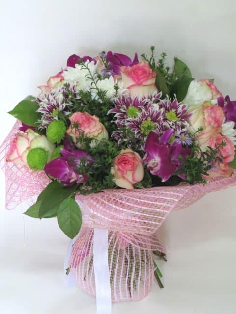 Букет на свадьбу в подарок молодоженам из хризантем