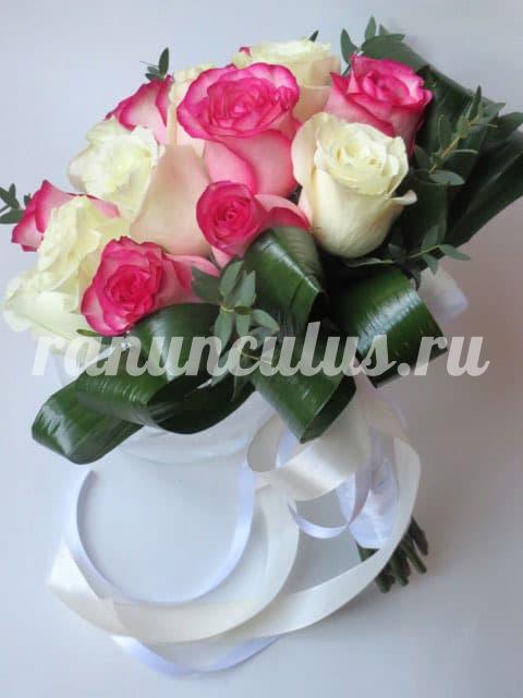 Красно белые букет невесты из розовые розы, доставка цветов через интернет красноярск дешево