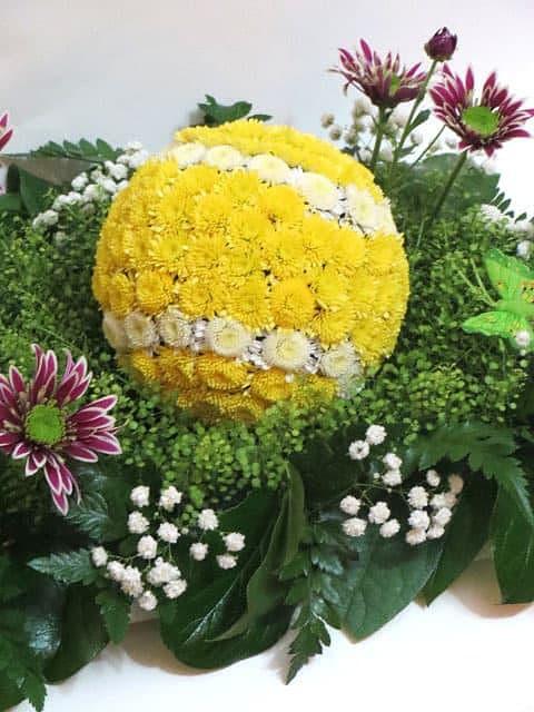 Теннисный мяч из цветов